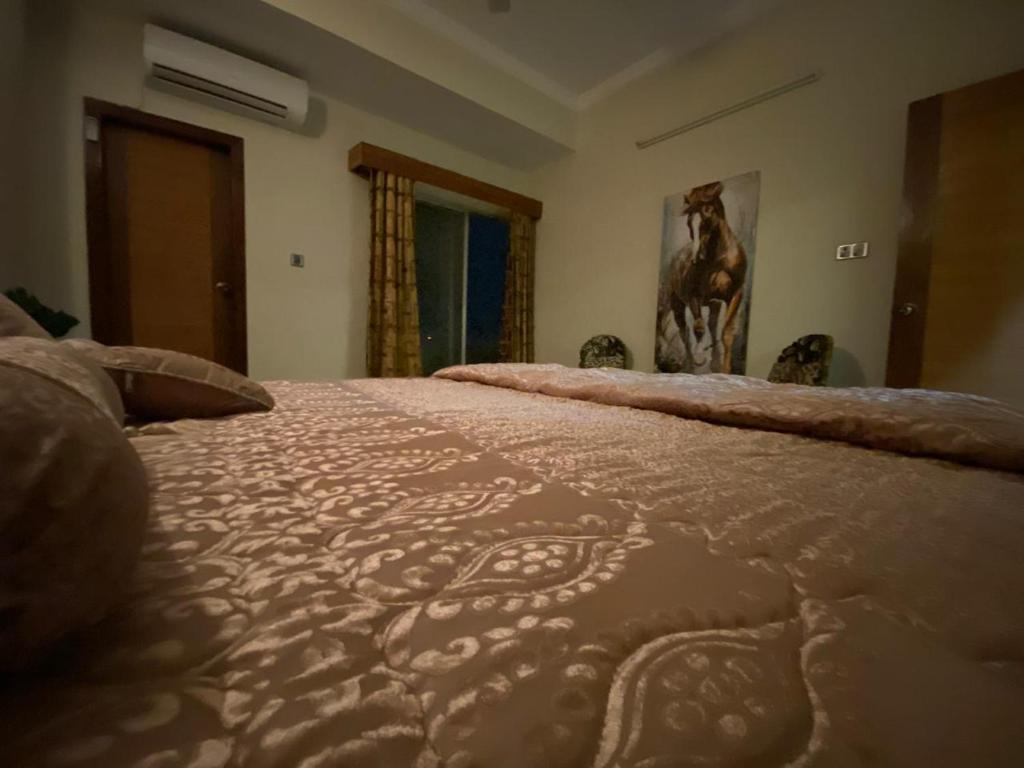 A bed or beds in a room at Hill View/ 2BHK Cozy Apartment/ Central City