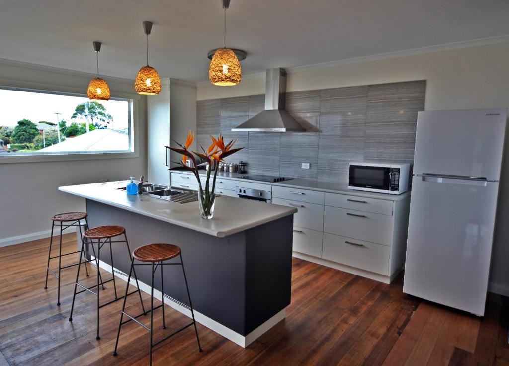 A kitchen or kitchenette at Seaview House Ulverstone