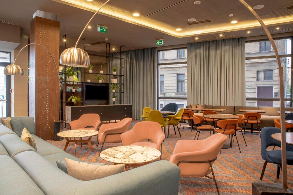 The lounge or bar area at Courtyard by Marriott Sarajevo