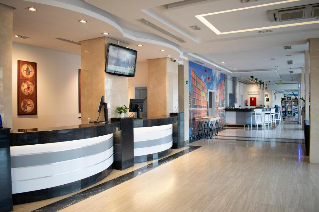 The lobby or reception area at Tryp Leon Hotel