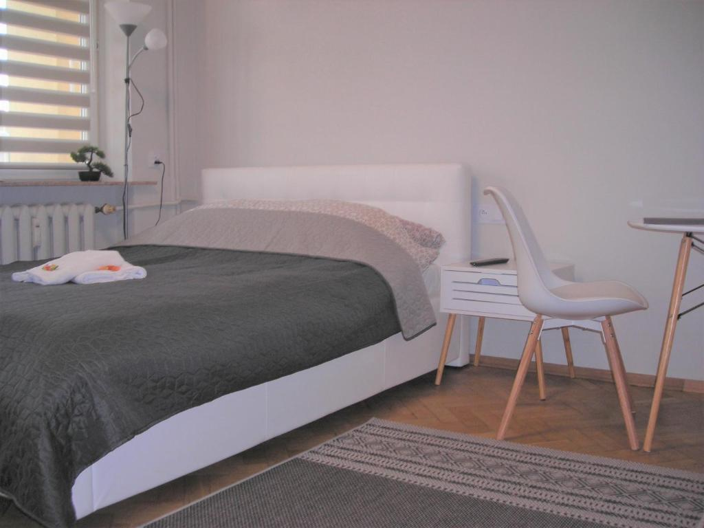 A bed or beds in a room at APARTAMENTY CENTRUM PAŁACOWA