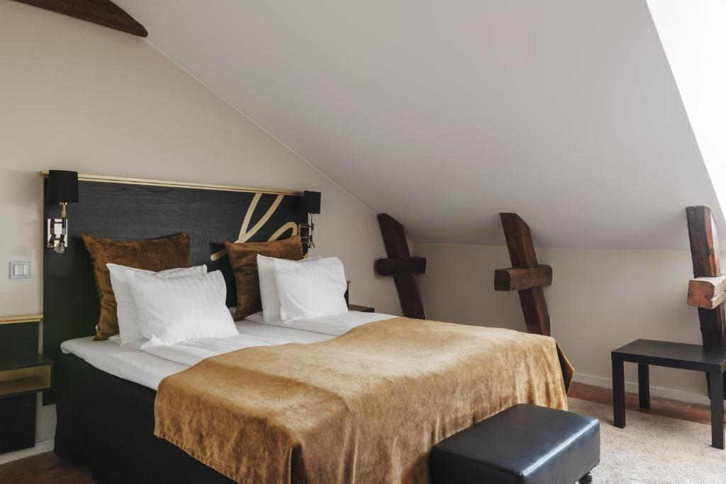 A bed or beds in a room at Hotel Hansson Sure Hotel Collection by Best Western