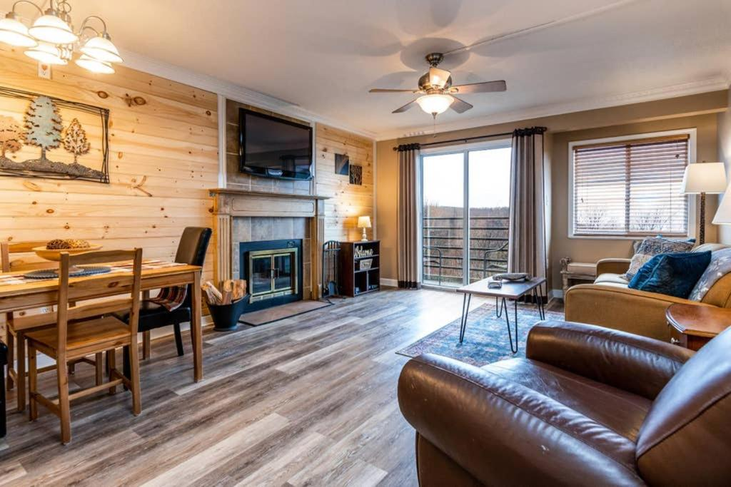 REMODELED Cabin Style Mountaintop Views - Indoor & Outdoor Pools - 2 Hot Tubs