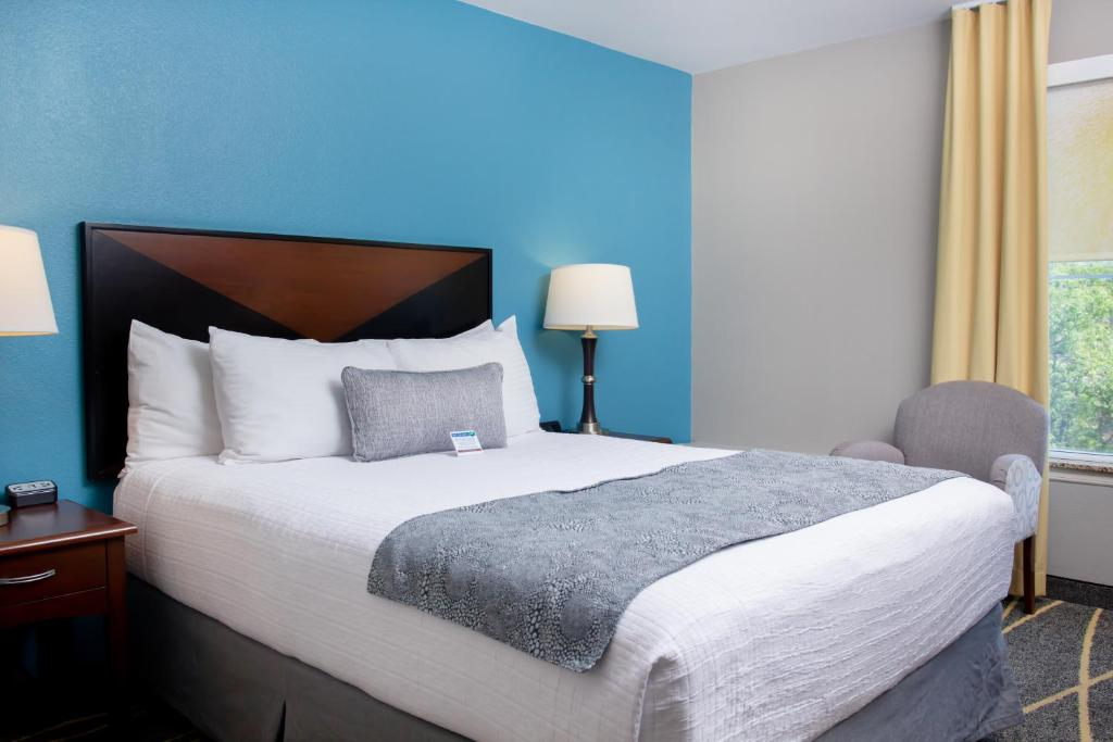 A bed or beds in a room at Belltown Inn