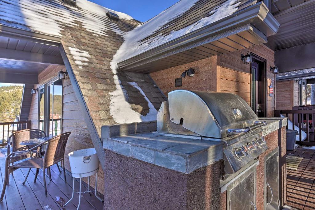 Cabin in the Black Hills Near Mt. Rushmore