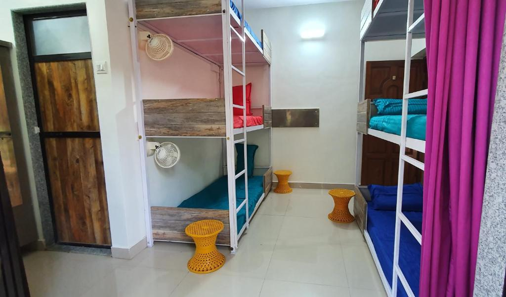 Crazy Coconut - A Backpacker Hostel