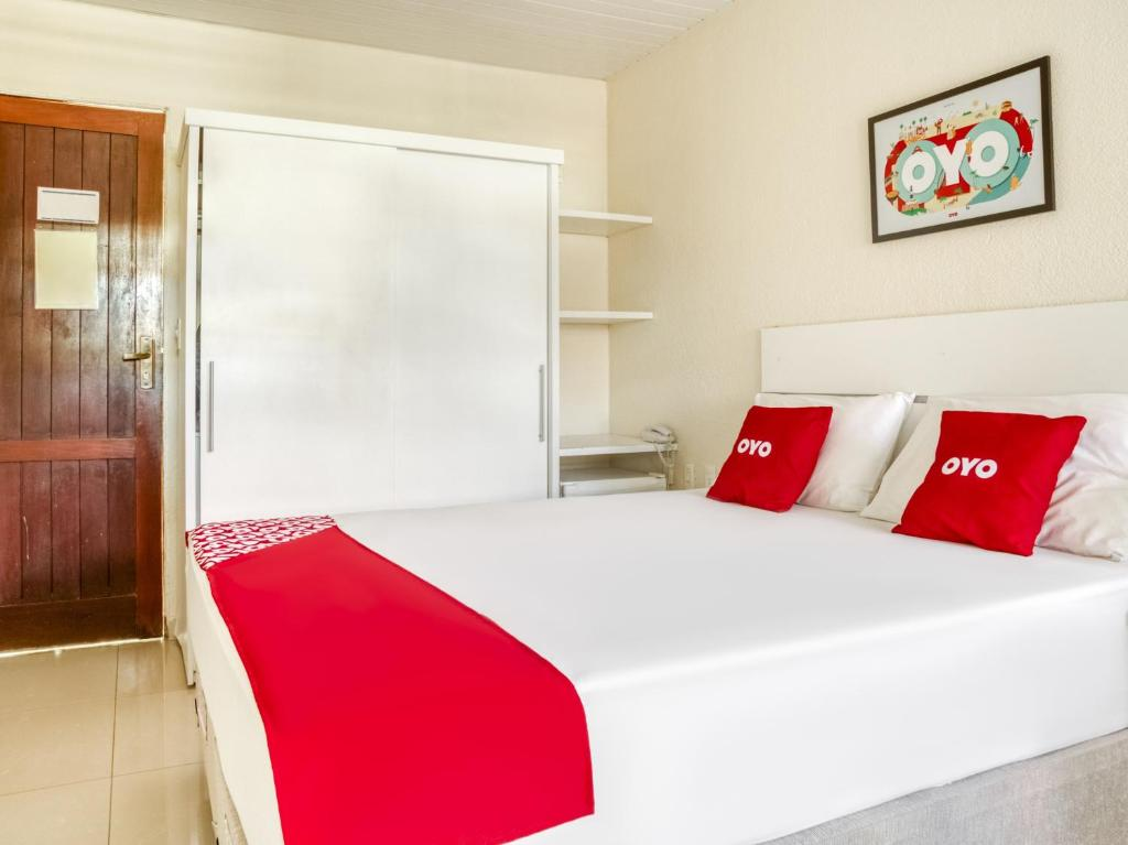 A bed or beds in a room at OYO Hotel Stella Maris - Salvador
