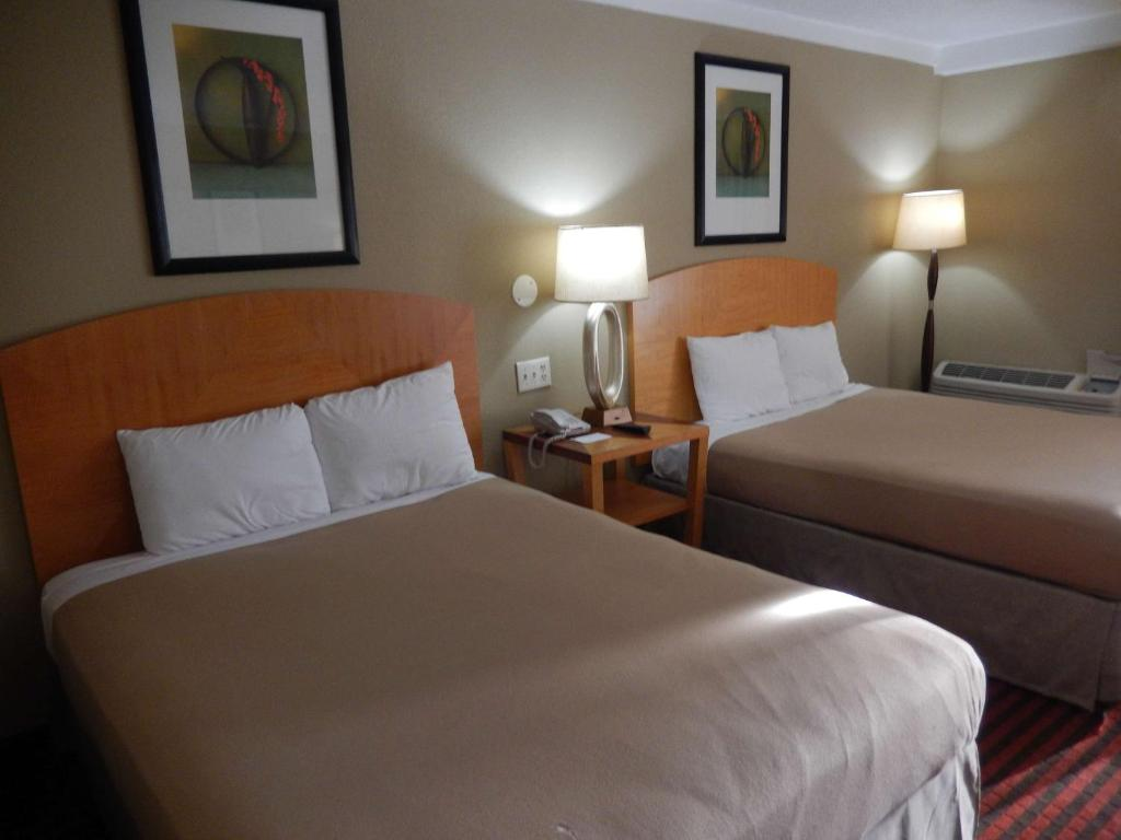 A bed or beds in a room at Motel 6-Lawrenceville, NJ