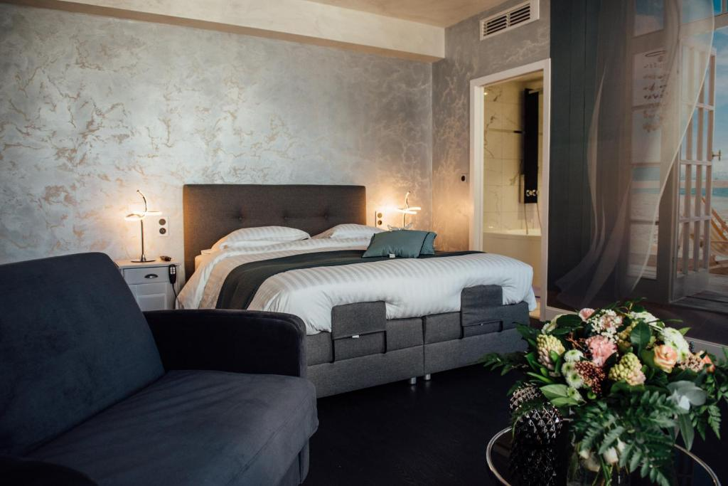 A bed or beds in a room at Amirauté