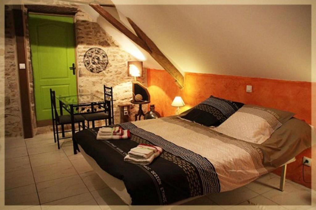 Un ou plusieurs lits dans un hébergement de l'établissement Les nuits safranées