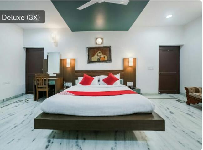 A bed or beds in a room at Royal stay