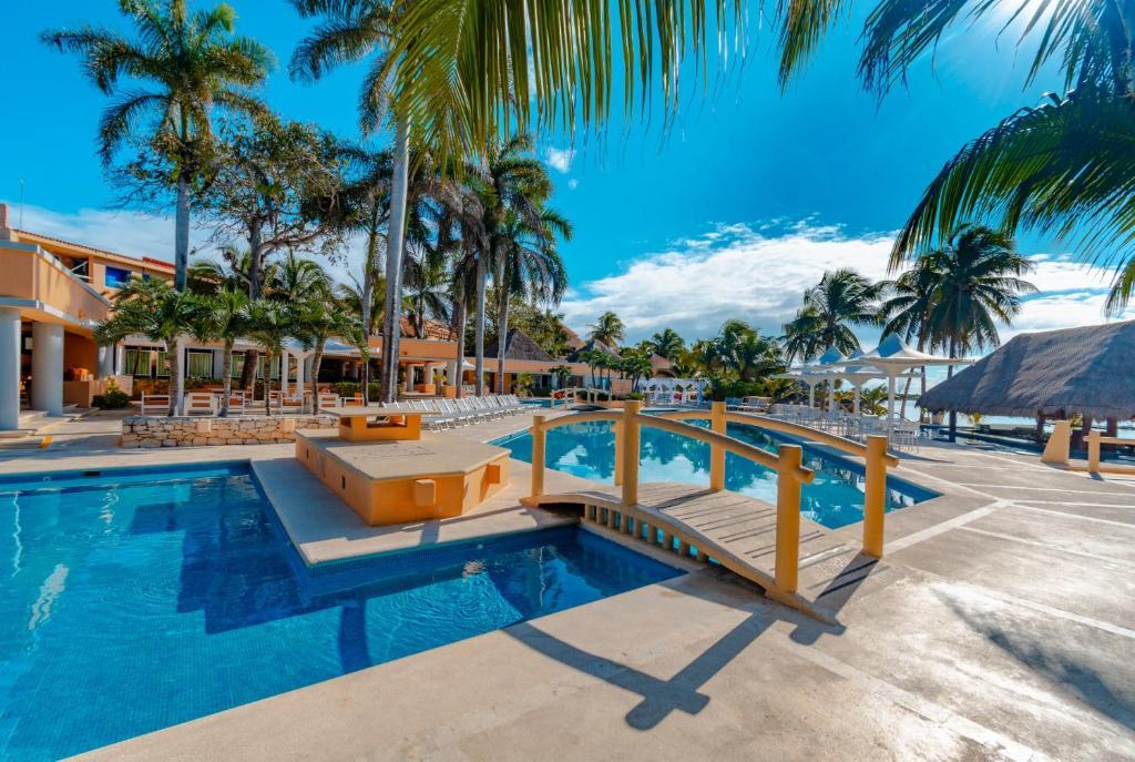 Бассейн в PA Beach Club & Hotel by GuruHotel или поблизости