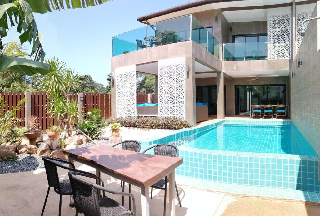 The swimming pool at or close to The Pearl Luxury Pool Villas