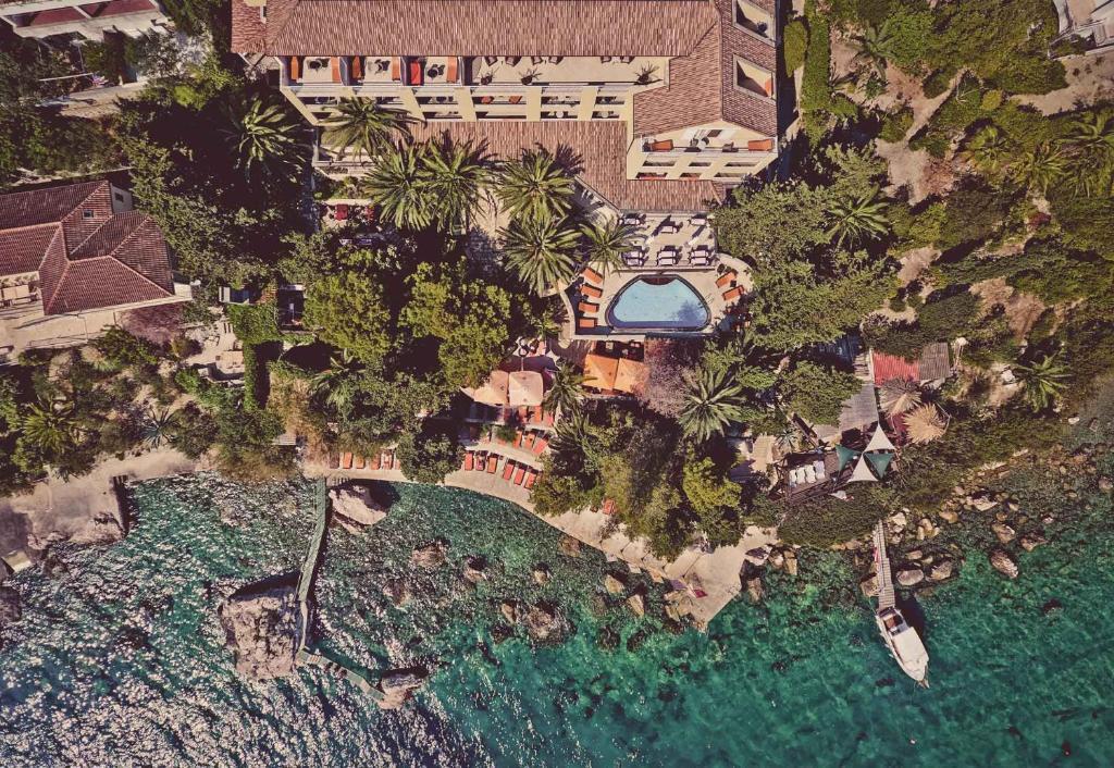 Een luchtfoto van Hotel Podstine