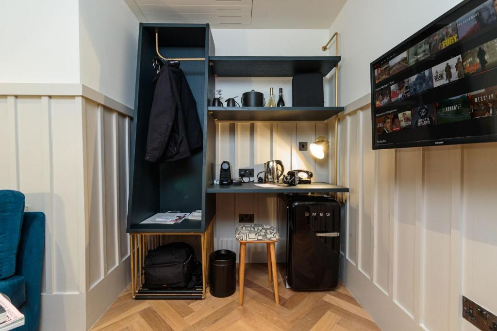 A kitchen or kitchenette at The Clarence