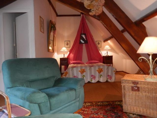 A seating area at Chambres d'hôtes ''La Grand' Maison''