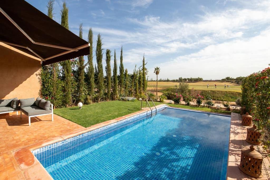 The swimming pool at or near Villa en 1ere ligne du Golf Palm Ourika