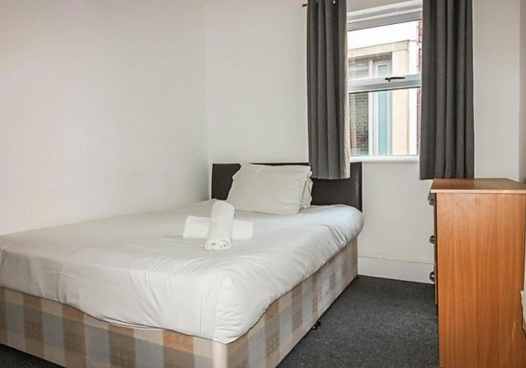 A bed or beds in a room at Capital Host Kings Cross