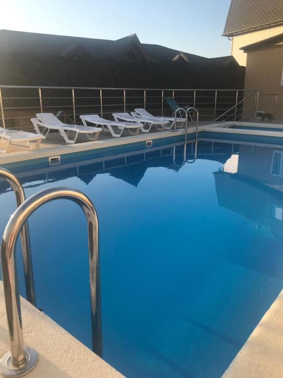 Бассейн в Отель Маленькая Италия или поблизости