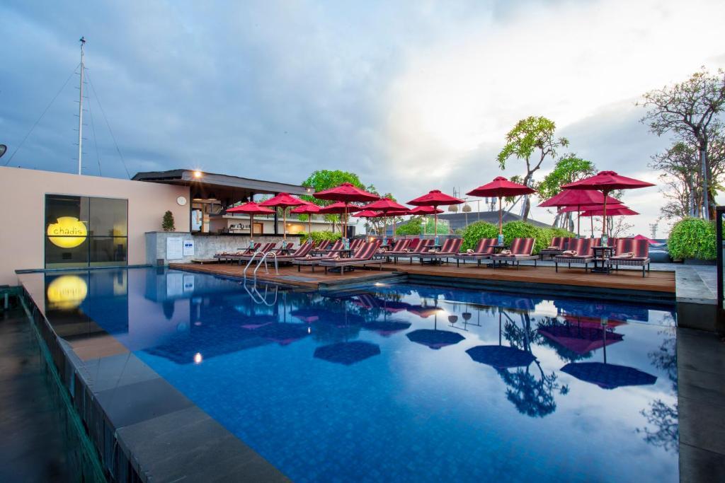 The swimming pool at or close to Swiss-Belinn Legian