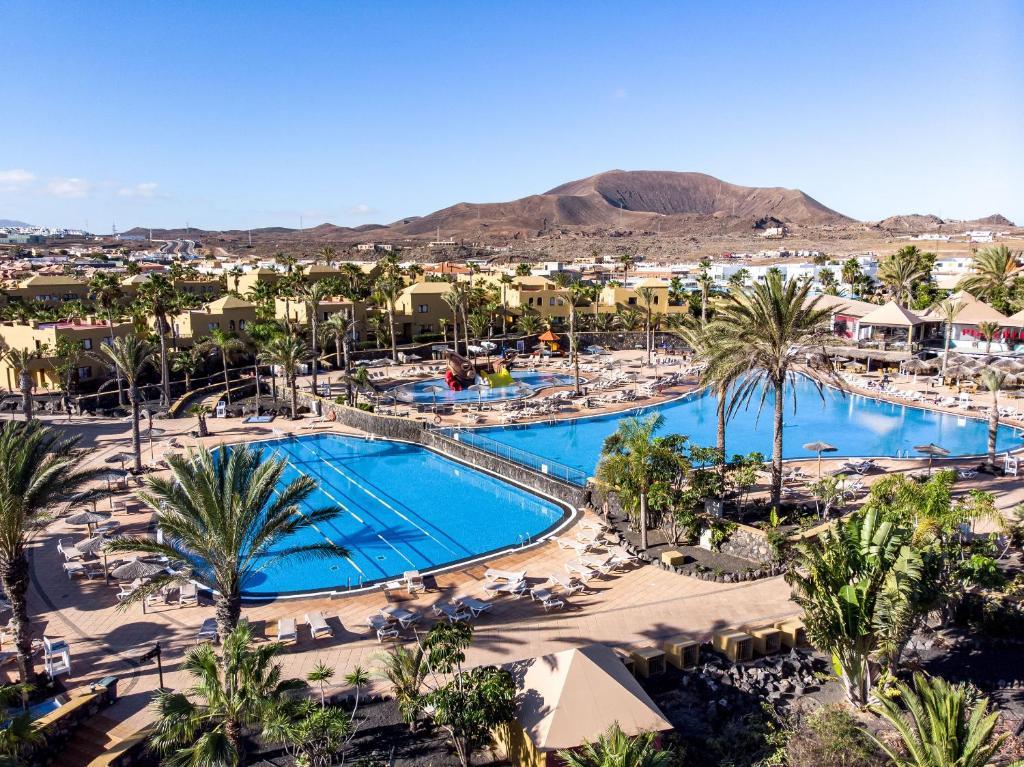 Uitzicht op het zwembad bij Oasis Papagayo Sport Resort of in de buurt