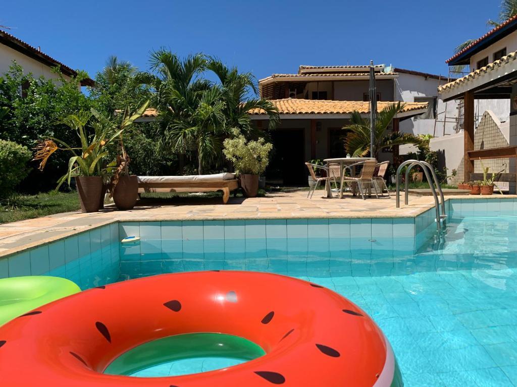 Casa 3 suítes e escritório reversível para quarto em Vilas do Atlântico - 250 m da praia e 6 km da capital
