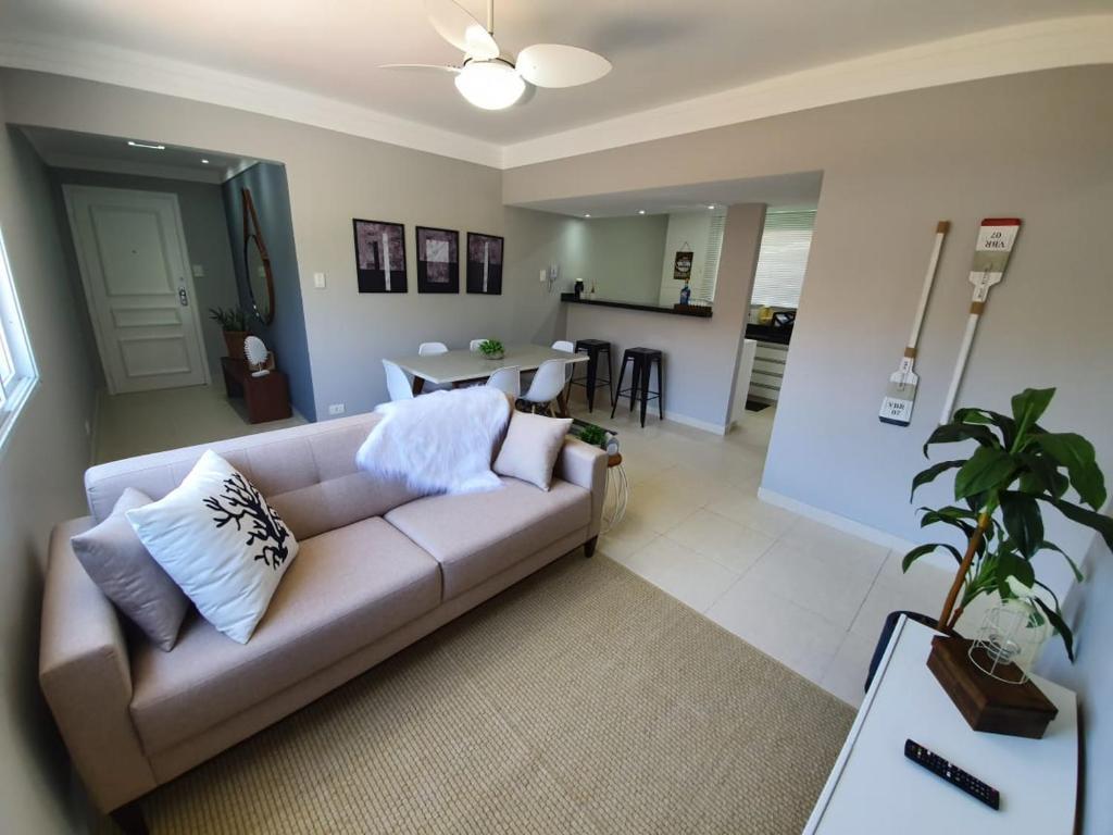 Lindo apartamento Enseada até 6 pessoas - 2 quartos - 200mt da praia