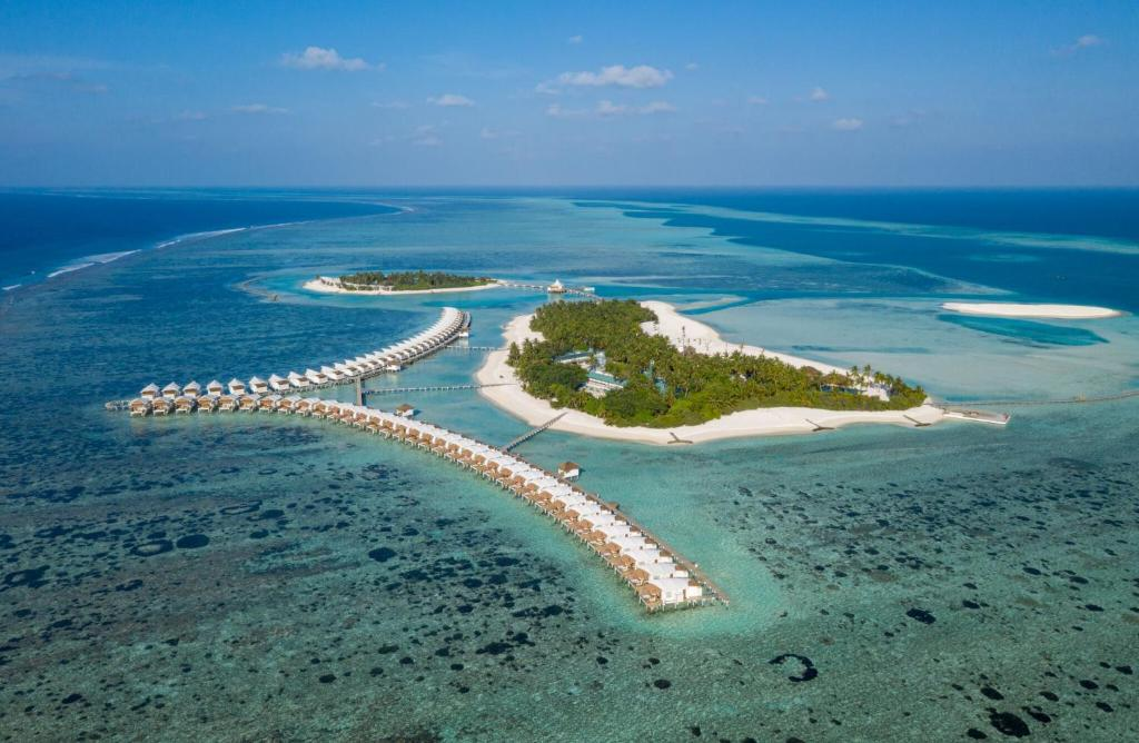 A bird's-eye view of Cinnamon Hakuraa Huraa Maldives - All Inclusive