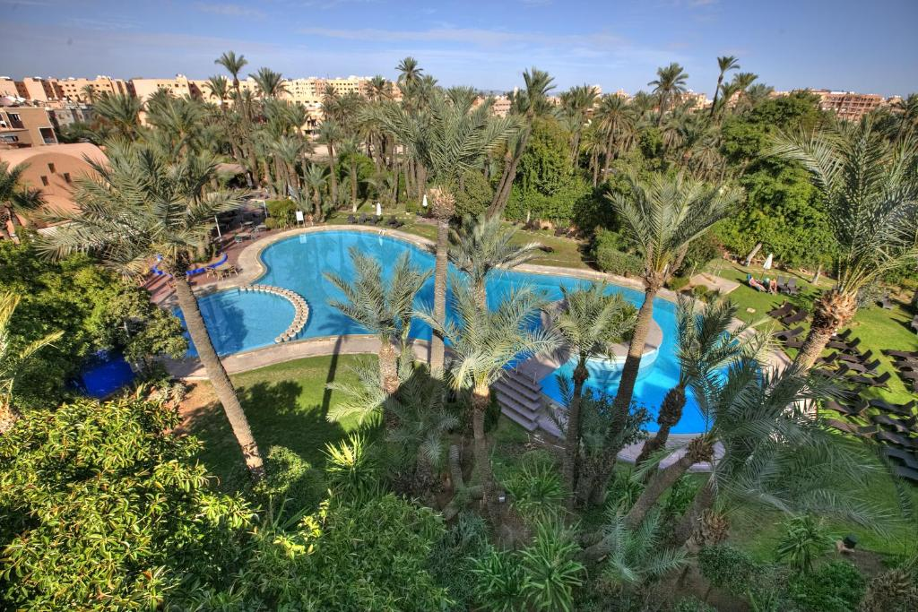 A view of the pool at Hôtel Marrakech Le Semiramis or nearby