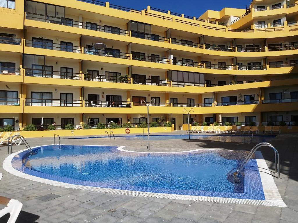 The swimming pool at or close to Apartamento AguaMarina Beauty