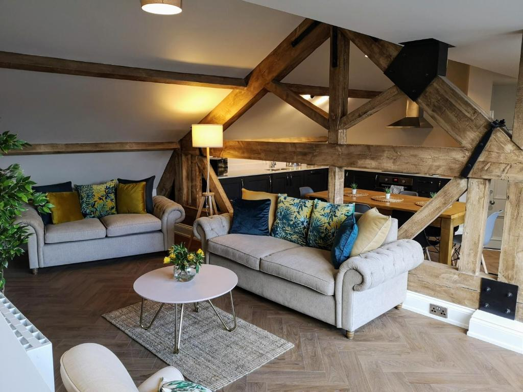 A seating area at Goodramgate Apartments