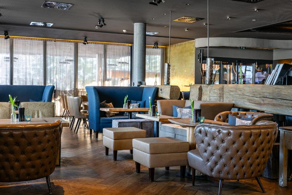 The lounge or bar area at mama thresl