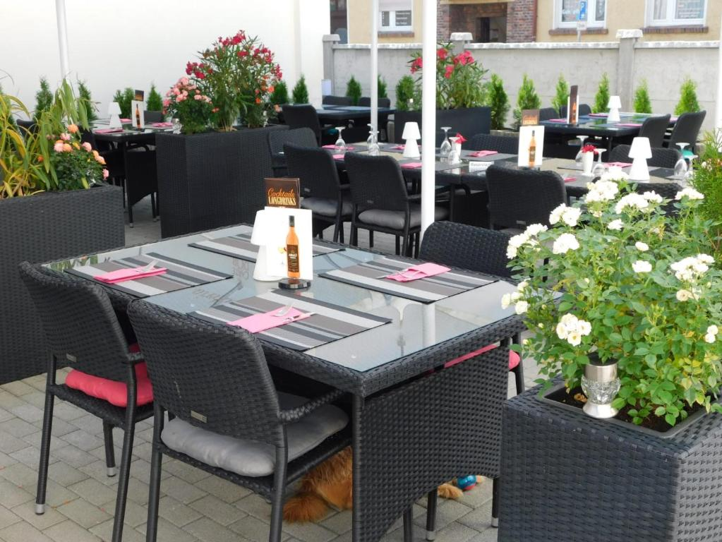 A restaurant or other place to eat at Hotel Anhalt