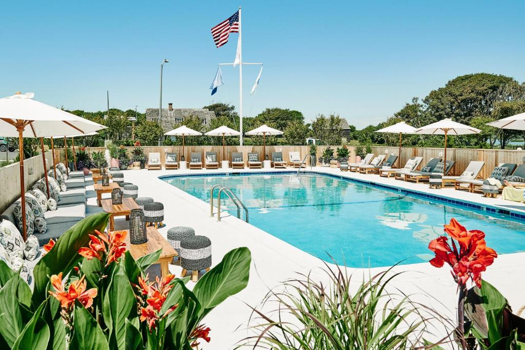 The swimming pool at or close to Hero Beach Club