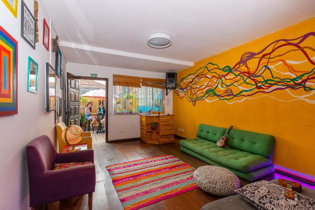 A seating area at Hostel Casa Azul