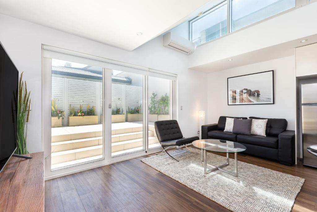 A seating area at Leichhardt Self-Contained Modern One-Bedroom Apartment (9NOR)