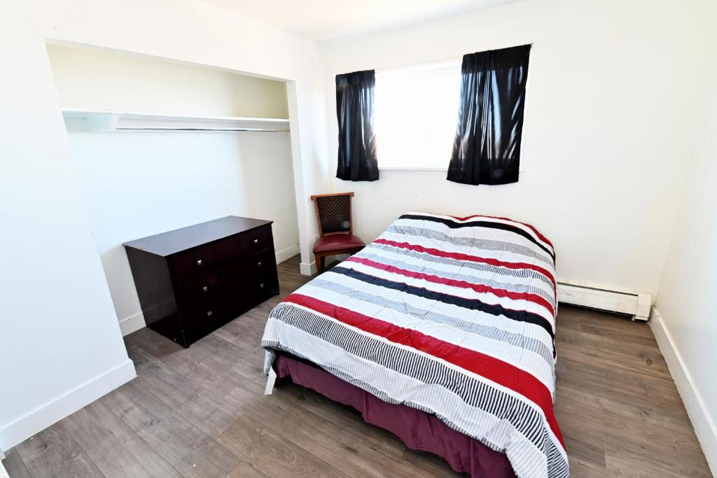 A bed or beds in a room at Summit View Inn