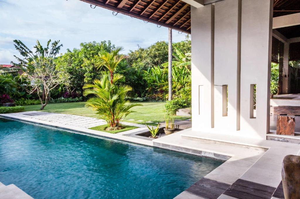 Rent A Luxury Villa In Bali Close To The Beach Bali Villa 2035 Kuta Updated 2020 Prices