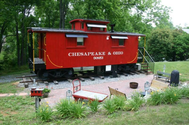 Homeaway Lane (Toms Cabin & Guest Caboose)