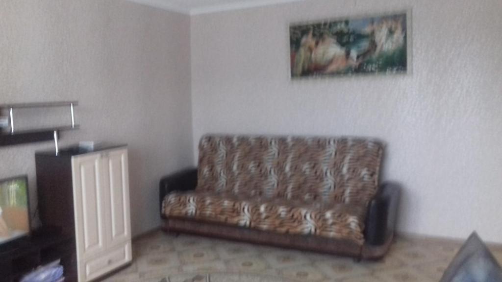 A seating area at Двухкомнатная квартира посуточно