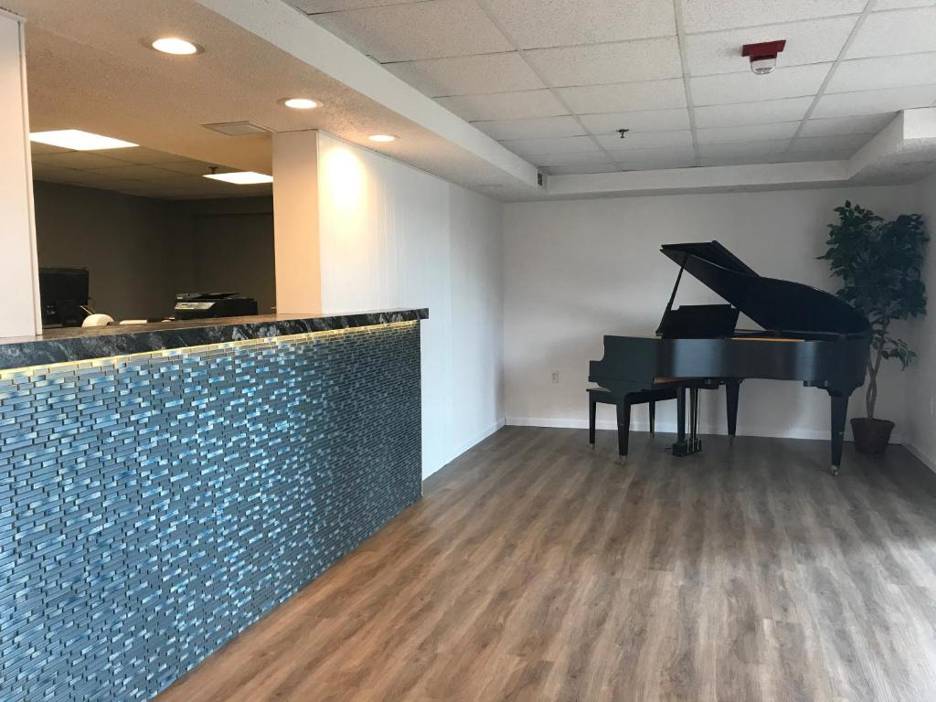 The lobby or reception area at Branson Vacation Inn and Suites