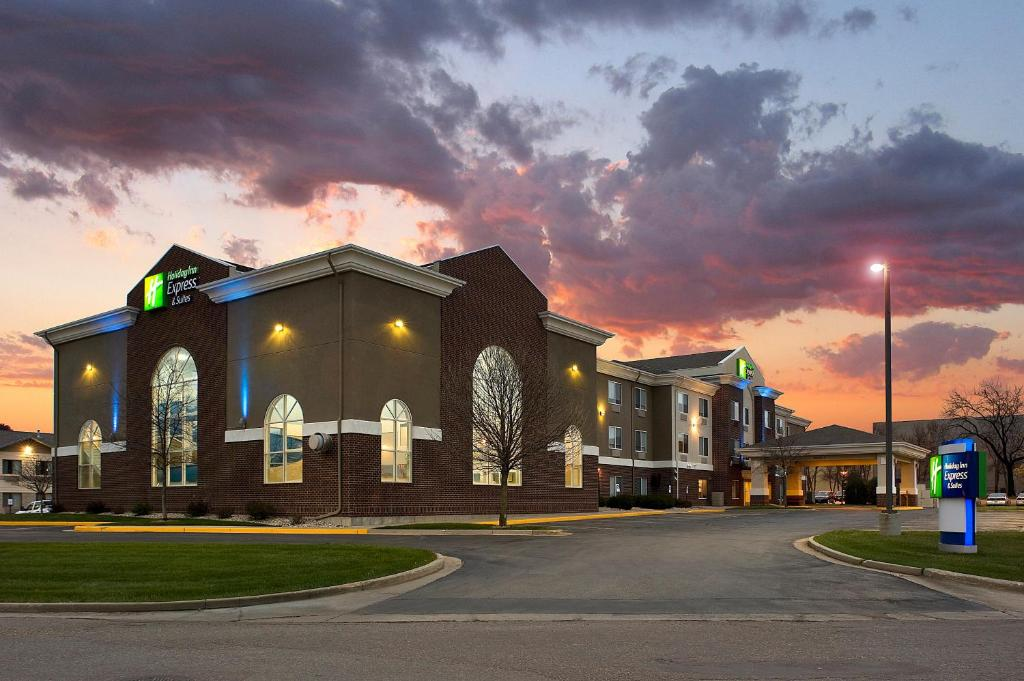 Holiday Inn Express Hotel & Suites Brookings