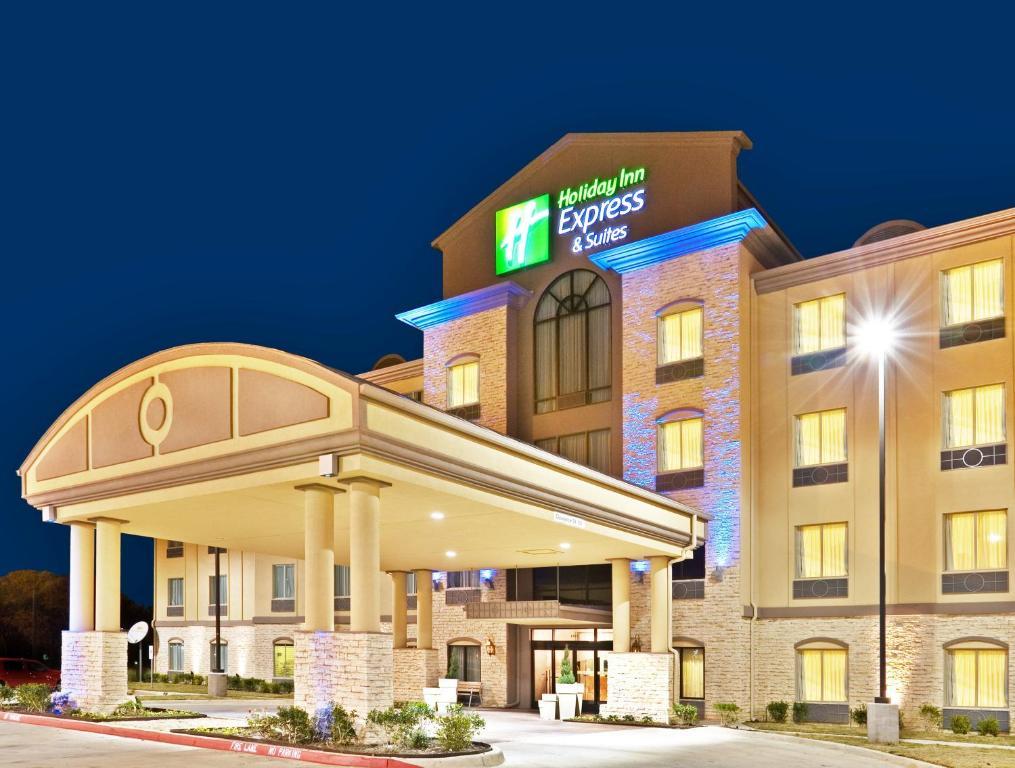 Holiday Inn Express & Suites Dalllas Fair Park.
