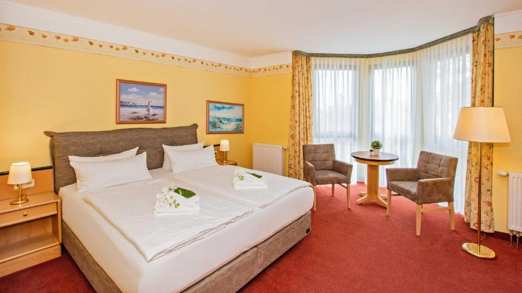A bed or beds in a room at Hotel Garni Nussbaumhof