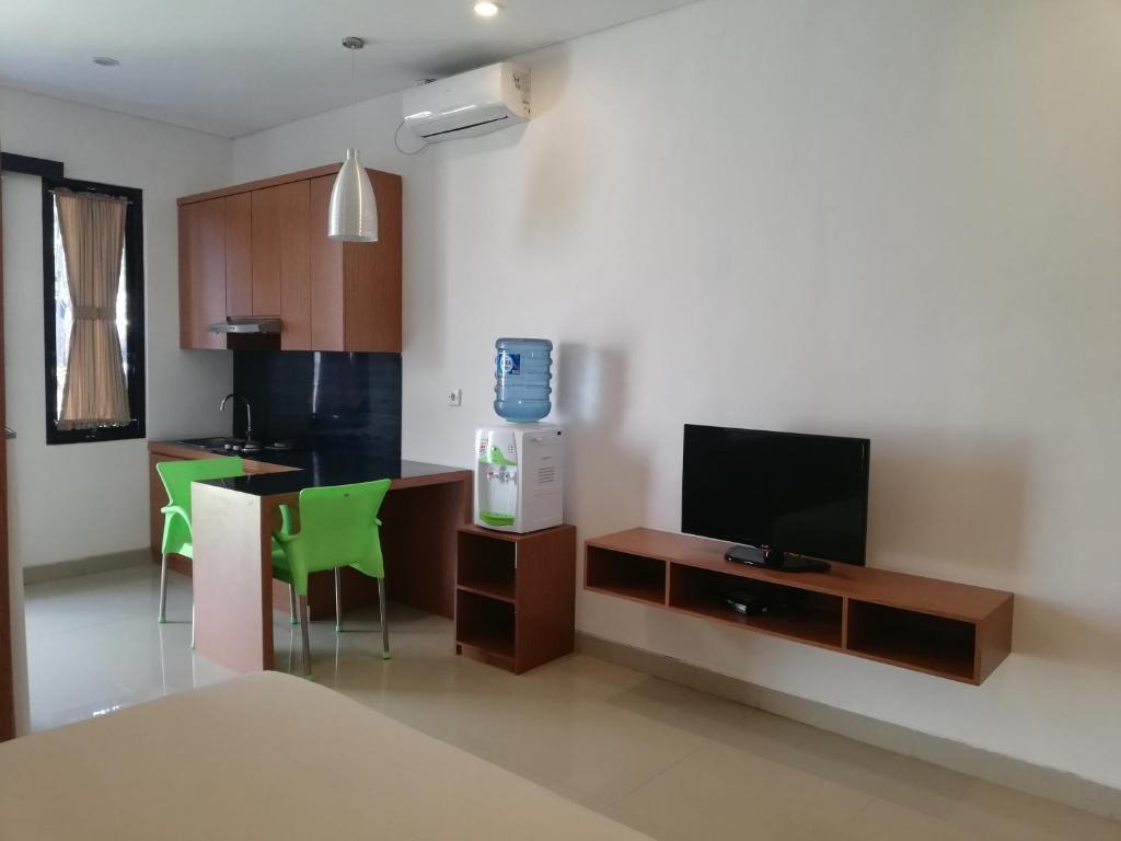 A television and/or entertainment centre at Manu Sekuta