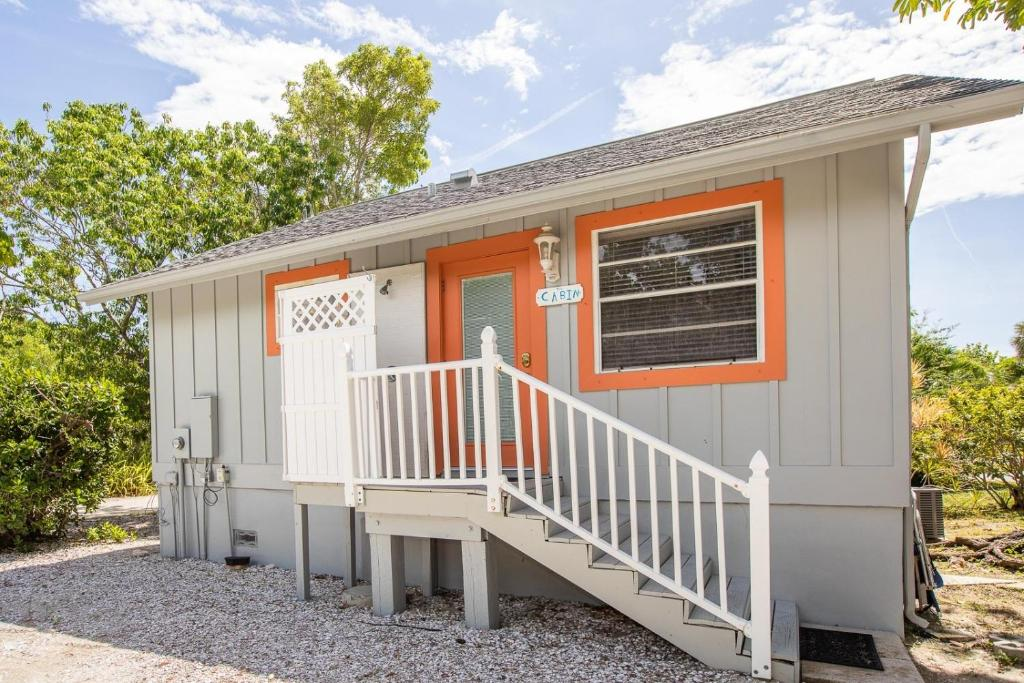 BAYWATCH CABIN PET FRIENDLY WITH DOCK ON CAPTIVA cabin