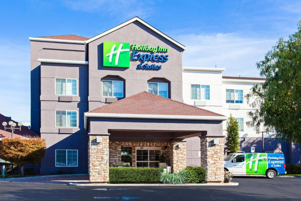 Holiday Inn Express & Suites Oakland - Airport