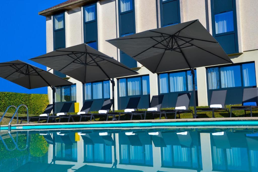 Piscine de l'établissement Golf Hôtel Grenoble Charmeil ou située à proximité