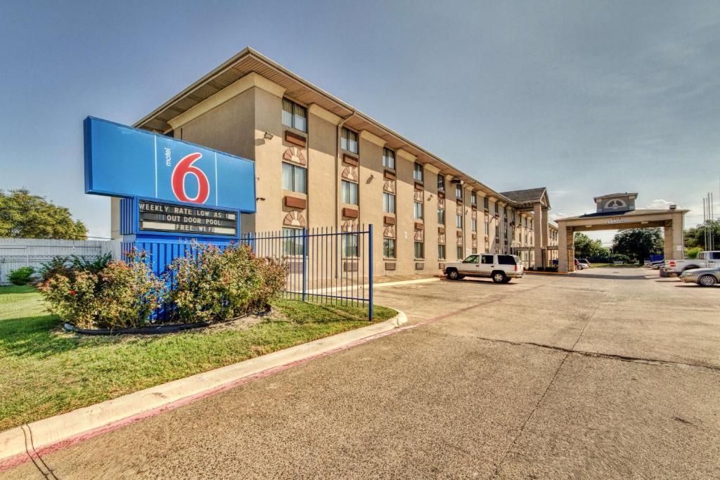 Motel 6 Dallas - Fair Park.