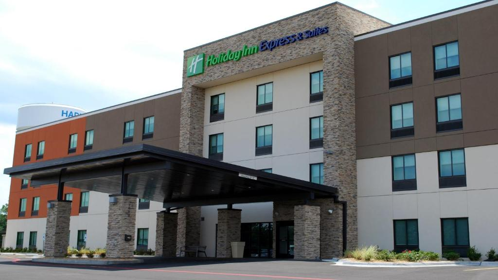 Holiday Inn Express & Suites White Hall
